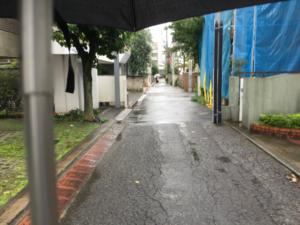 小雨の都知事選投票日