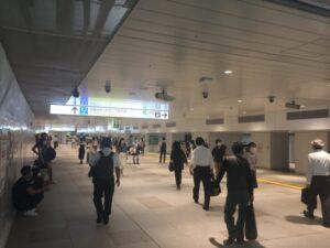新宿駅の新しい東西自由通路 西口側から東口を撮影