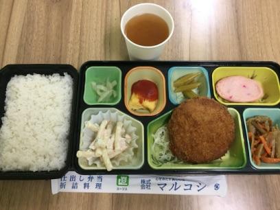 仕出し弁当 東京ベイインターナショナルスクールのサマースクールでマジシャンの子供向けマジックショー