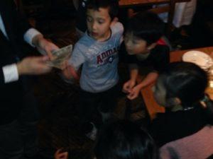 人気のお札が増えるマジック 日本を去るご家族の送別会にマジシャンの子供向けマジックショー in ゼスト キャンティーナ 西麻布 港区