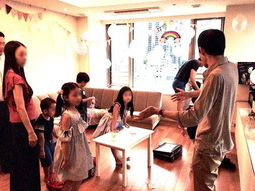 全員で体マジック 7歳のお誕生日ホームパーティーでマジシャンのマジックショー 東京都港区