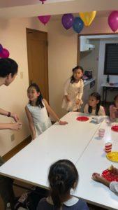誕生日の子の好きなカードは何? 8歳の娘さんのお誕生会でマジシャンの出張/派遣マジックショー 東京都港区