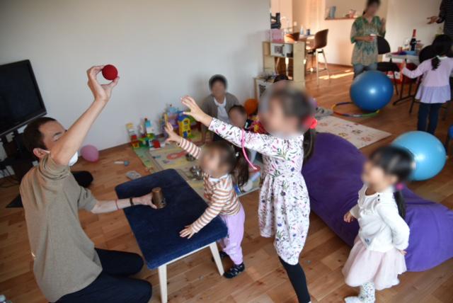 でっかいボールが出現 6歳の女の子のお誕生日パーティーでマジシャン出張/派遣マジックショー 東京都町田市