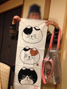 かわいい手ぬぐい? 大人の誕生会でマジシャンのマジックショー 神奈川県横浜市泉区