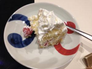 ケーキをいただいちゃいました 大人の誕生会でマジシャンのマジックショー 神奈川県横浜市泉区