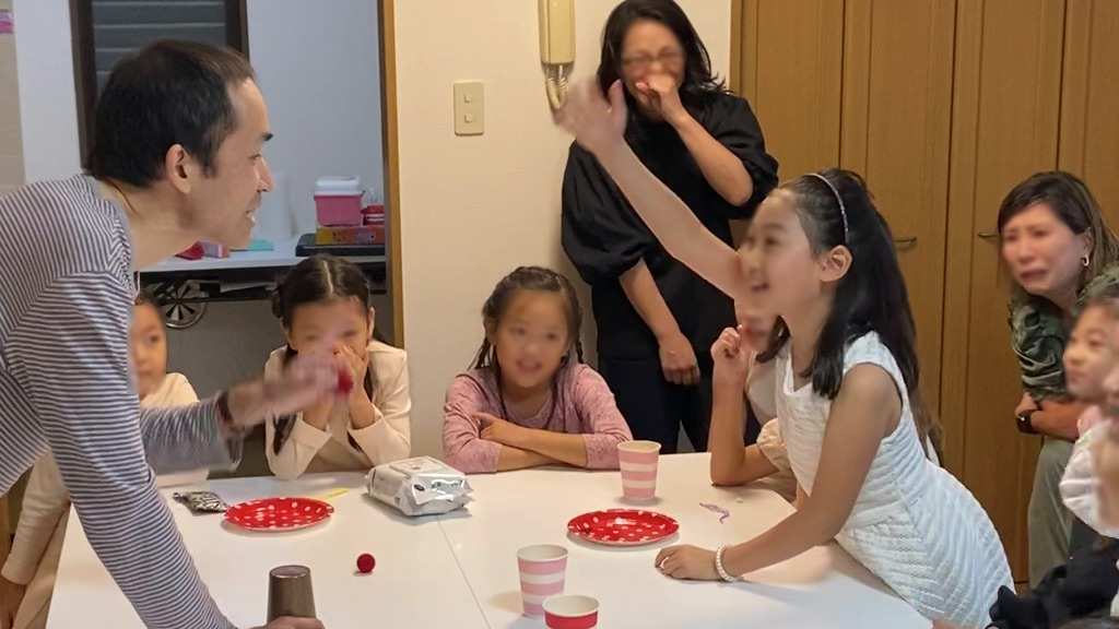 8歳の娘さんのお誕生会でマジシャンの出張/派遣マジックショー