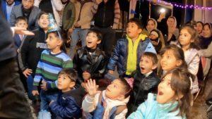 驚く子供たち 4歳のお誕生日国際屋外パーティーにマジシャン出張/派遣マジックショー 埼玉県狭山市