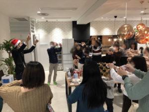 全員参加のマジック 企業のファミリークリスマスパーティーでマジシャンのマジックショー 東京都千代田区
