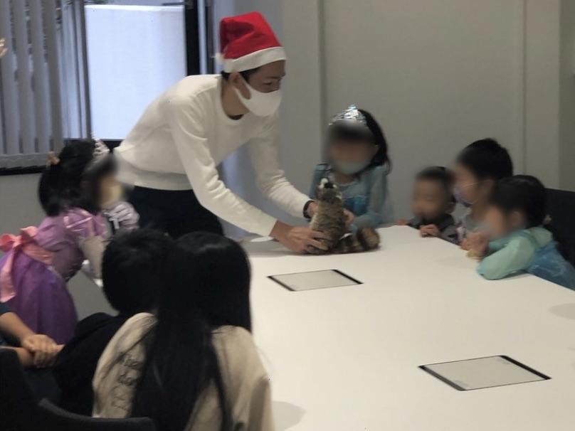 ロッキーのダンス 企業のファミリークリスマスパーティーでマジシャンのマジックショー 東京都千代田区