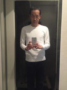 マジシャンのワッフルシャツと紺のズボン 企業のファミリークリスマスパーティーでマジシャンのマジックショー 東京都千代田区