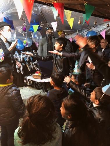 ちょうだい 4歳のお誕生日国際屋外パーティーにマジシャンのマジックショー 埼玉県狭山市