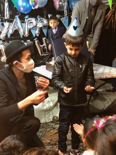 チョコマジック 4歳のお誕生日国際屋外パーティーにマジシャンのマジックショー 埼玉県狭山市