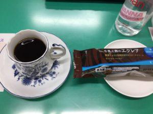 コーヒーとエクレア 保育園の父母の会主催のお楽しみ会イベントでマジシャンのマジックショー 東京都練馬区