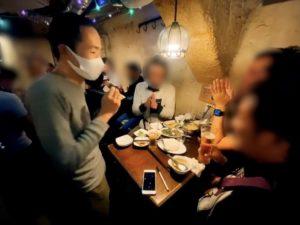 拍手をいただくマジシャン 配達員の方の忘年会にマジシャンデリバリー 東京都渋谷区道玄坂