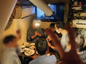 盛り上がる会場 配達員の方の忘年会にマジシャンデリバリー 東京都渋谷区道玄坂