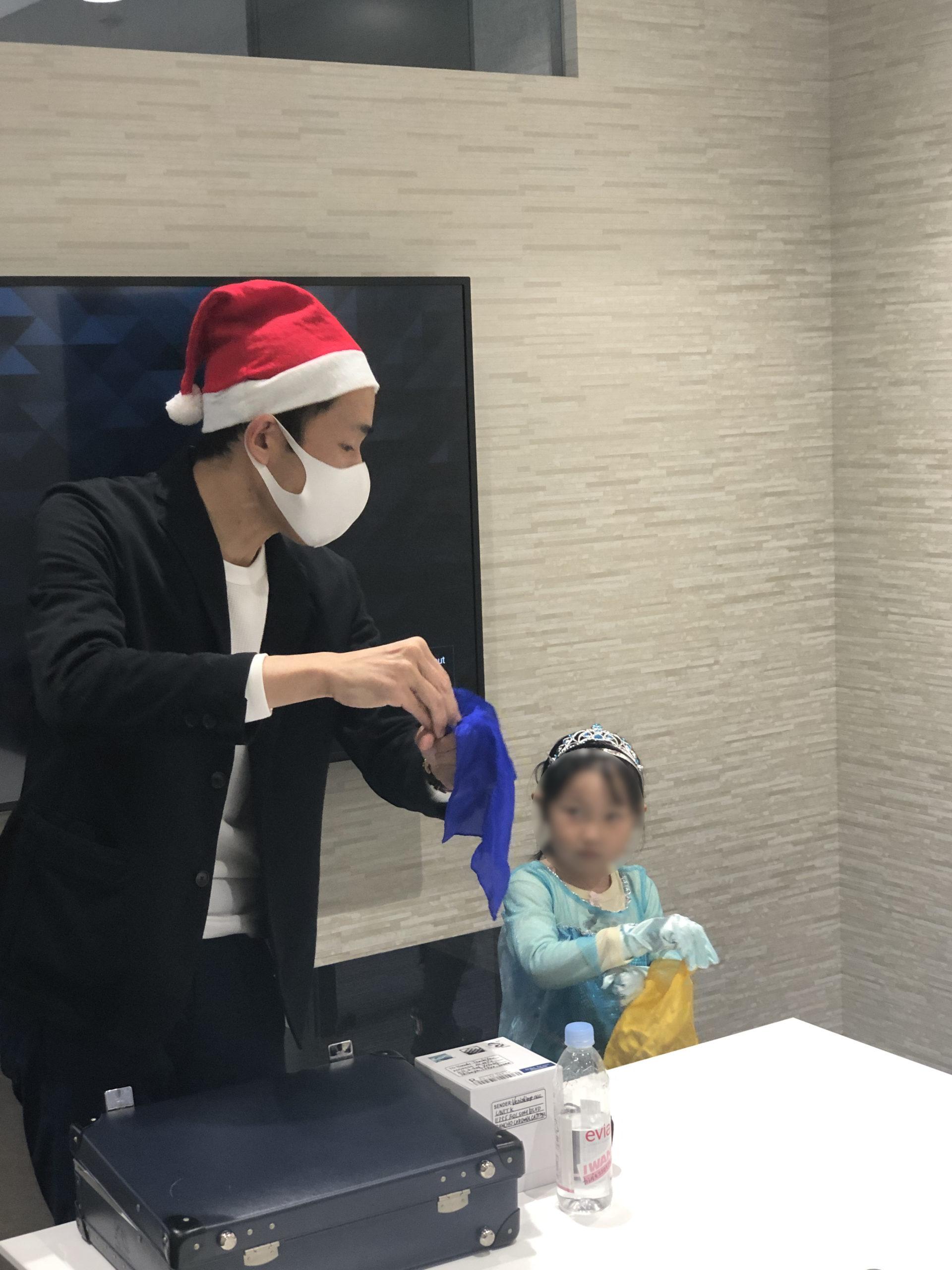 シルク 子供向け 企業のファミリークリスマスパーティーでマジシャンのマジックショー 東京都千代田区