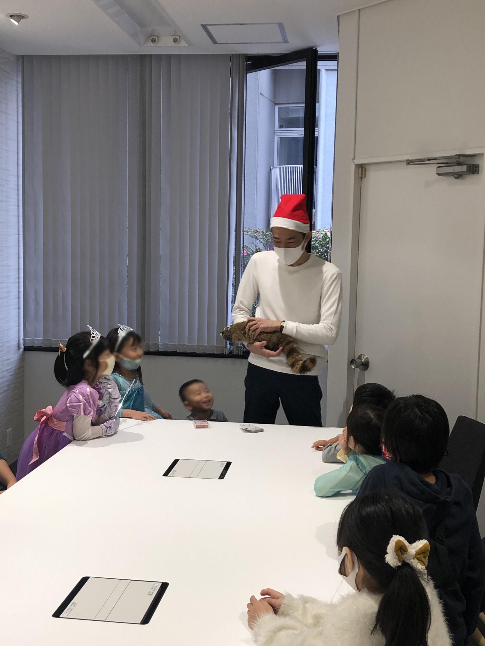 ロッキー生き返る 子供向け 企業のファミリークリスマスパーティーでマジシャンのマジックショー 東京都千代田区