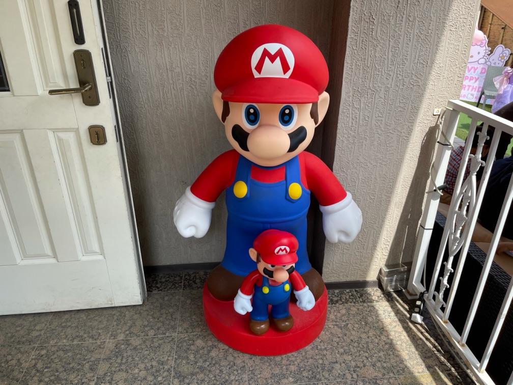 玄関前にマリオのオブジェ 7thバースデーパーティーに出張マジシャンマジックショー東京都渋谷区