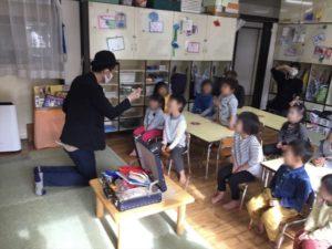4歳児クラスで光が出現 保育園の父母の会主催のお楽しみ会イベントでマジシャンのマジックショー 東京都練馬区