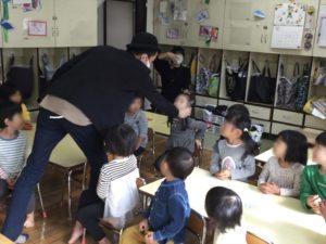 4歳児クラスで園児の耳から光が出現
