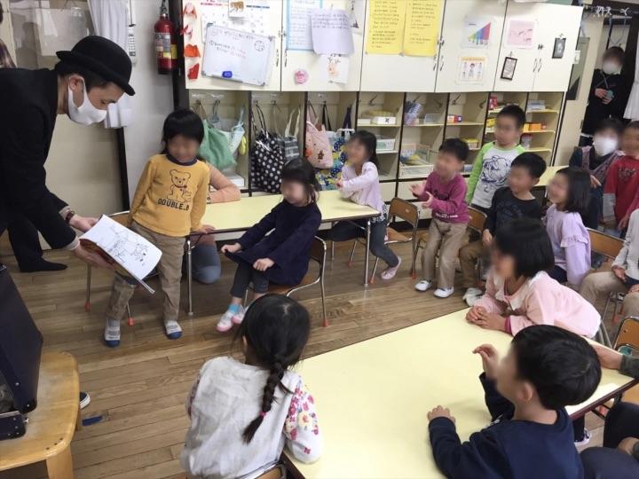 5歳児クラス 塗り絵マジック 保育園の父母の会主催のお楽しみ会イベントでマジシャンのマジックショー 東京都練馬区