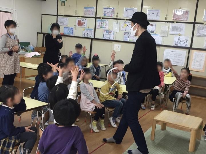 6歳児クラスでロープマジック 保育園の父母の会主催のお楽しみ会イベントでマジシャンのマジックショー 東京都練馬区