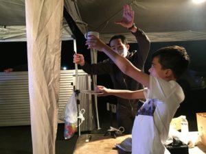 カップとソーサーと子供 赤ちゃんの誕生祝いパーティーにマジシャンの出張マジックショー 埼玉県所沢市