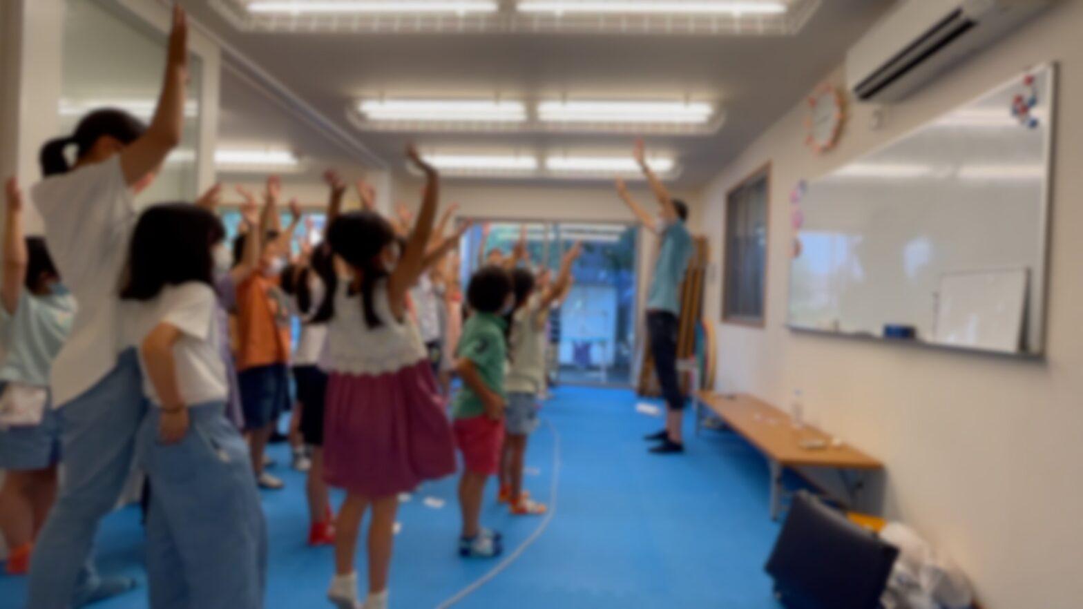 腕が解けない 学童保育の夏休みイベントで出張マジシャンのマジックショー 東京都大田区