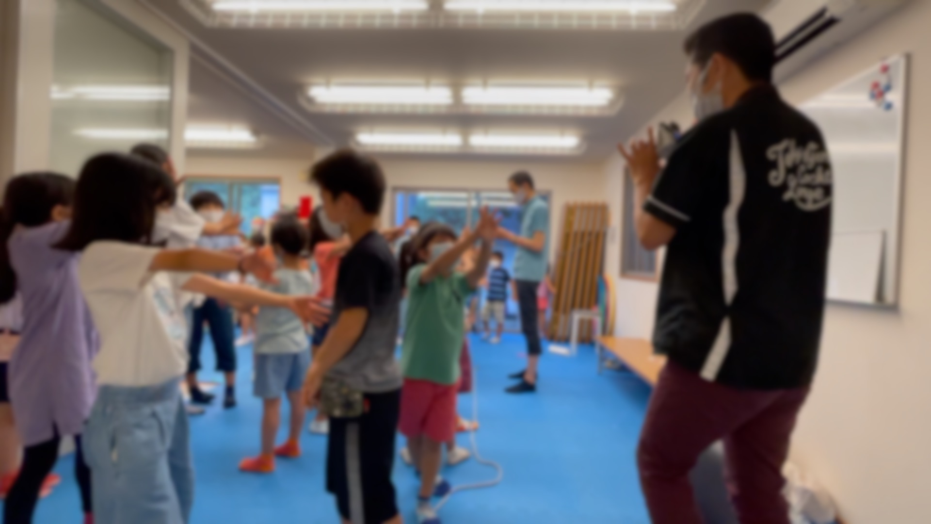 手が手を貫通 学童保育の夏休みイベントで出張マジシャンのマジックショー 東京都大田区