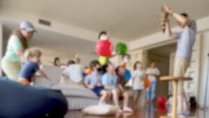 催眠術にかけられるロッキー君 6歳の男の子のバースデーパーティーに出張マジシャンマジックショー 港区東京都