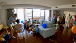 ペーパーボールオーバーザヘッド 6歳の男の子のバースデーパーティーに出張マジシャンマジックショー 港区東京都