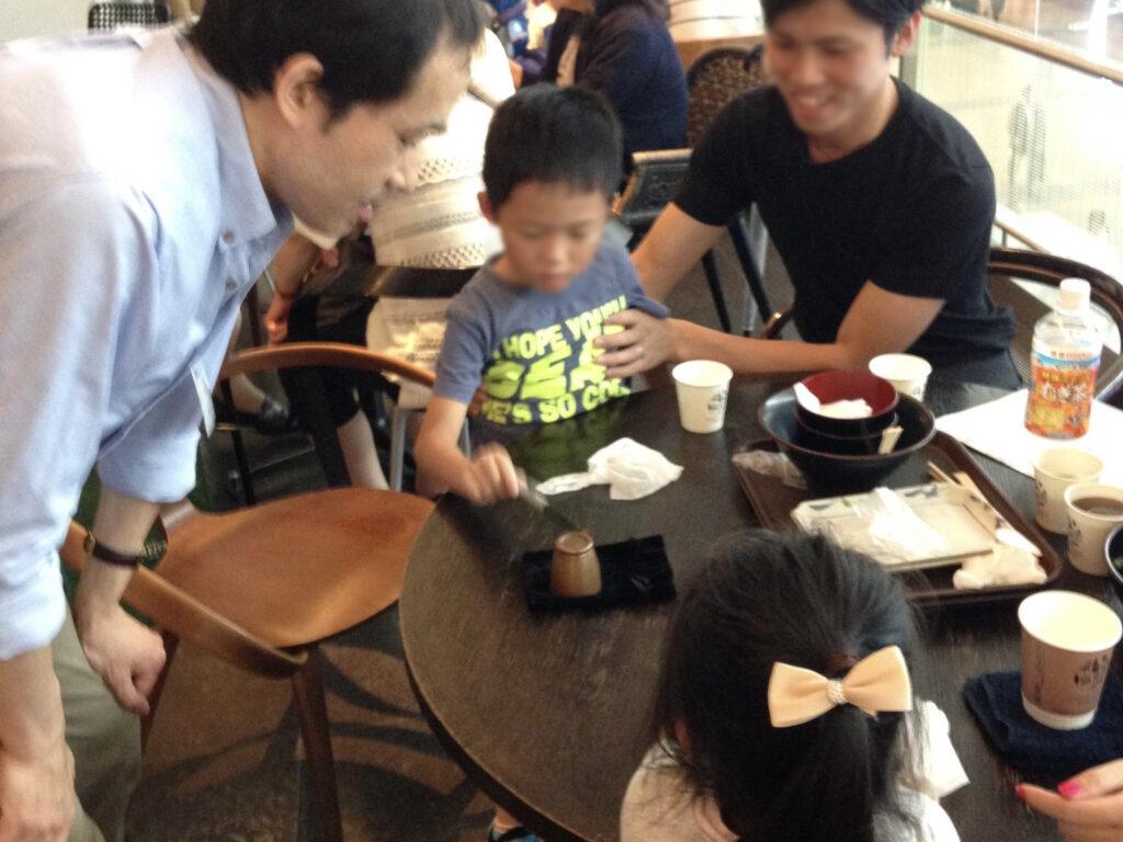 子供が魔法をかける! 羽田空港 アッパーデッキトウキョウ6周年 記念イベントにマジシャン出演